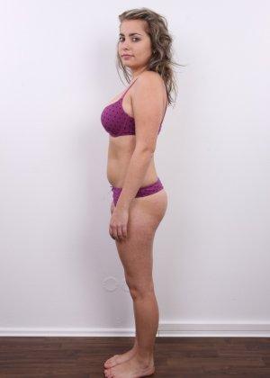 Телка с большими дойками роставила ножки на порно пробах - фото 5