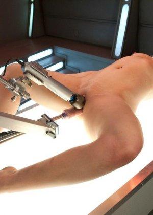 Красивая женщина ласкает свою промежность вибратором, пока муж разъезжает по командировкам - фото 6