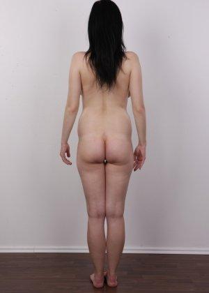 В чешском кастинге девушка решает показать всю себя без одежды и не стесняется камеры - фото 14