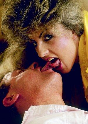 Раскованная шапочка соглашается на мощный секс, который нравится всем участникам без исключения - фото 2