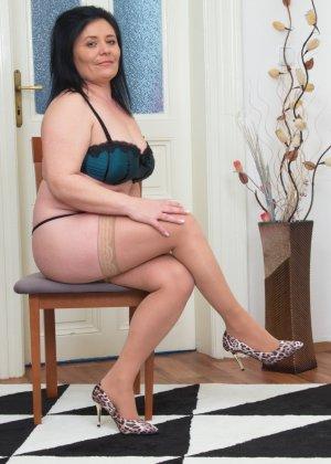 Зрелая женщина в теле показывает себя со всех сторон - фото 16- фото 16- фото 16