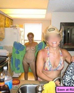 Девушек эксгибиционисток не так уж и мало, многие с удовольствием демонстрируют свою грудь и не только - фото 15