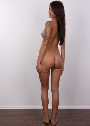 Красивая чешская проститутка снимается ради денег голой - фото 14