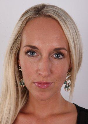 В чешском кастинге милая блондинка не стесняется себя показывать – ее стройное тело достойно похвалы - фото 2