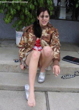Девка в пьяном виде заставила пацана фоткать её мокрую киску - фото 3