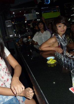 Пацан подцепил в клубе красивую сучку и хорошенько отымел её в квартире - фото 12