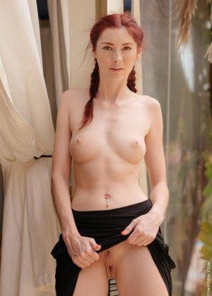 Кэтти Голд – рыжеволосая худышка, которая показывает все свои интимные зоны, ничего не стесняясь - фото 4