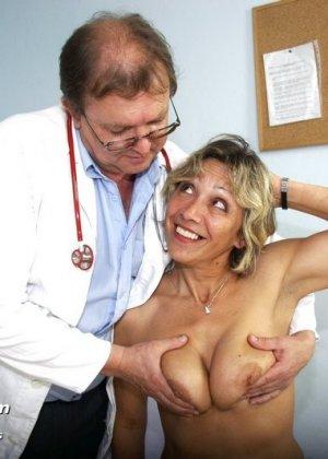 Ванда готова показывать себя со всех сторон перед опытным гинекологом, лишь бы он ее трогал - фото 5
