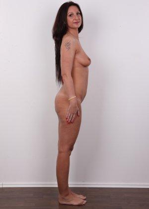 Зрелая брюнетка показывает свое немолодое тело - фото 10- фото 10- фото 10
