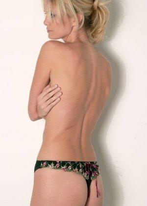Германская модель Моника делает интимные фото в голом виде на камеру - фото 4