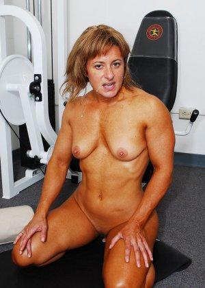Тело этой женщины очень атлетично - она занимается бодибилдингом, но и про секс не забывает - фото 3
