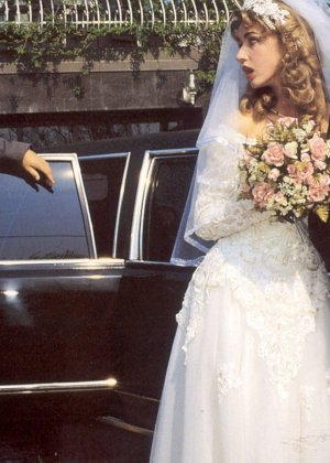 Довольную невесту делят между собой два мужчины, давая ей понять кайф двойного проникновения - фото 3