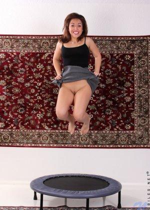 Нина Майерс хоть и не обладает идеальными формами, не стесняется показывать свое пышное тело - фото 2