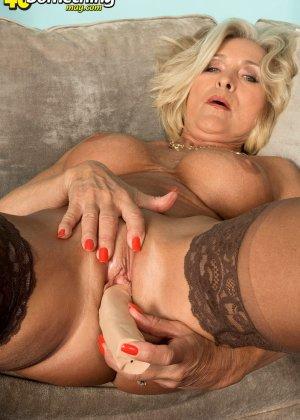Женщина в преклонном возрасте показывает свое хорошее тело - фото 14- фото 14- фото 14