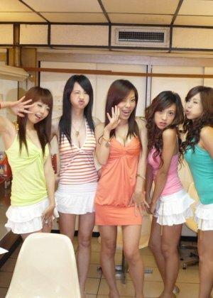 Горячие цыпочки соблазняют зрителей своими сексуальными групповыми фото - фото 4