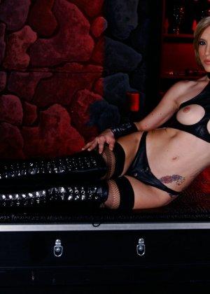 Майя Дэвис обличается в сексуальный наряд и показывает свое красивое тело всем мужчинам - фото 15