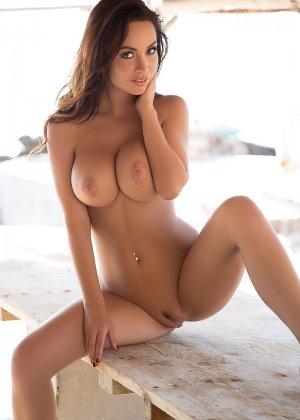 Адриен Левай показывает своё сексуальное тело в бикини и демонстрирует аккуратную дырочку - фото 11