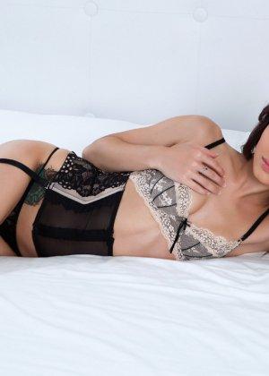 Анна Ли показывает свое красивое тело - она умеет выгодно себя преподнести перед камерой - фото 2