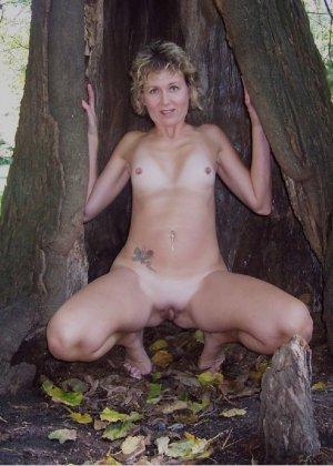 В общественном парке зрелая баба показывает свое рыхлое тело всем - фото 5- фото 5- фото 5