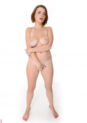 Марина Висконти захотела сняться в обнаженном виде, чтобы со стороны увидеть, как она сексуальна - фото 13