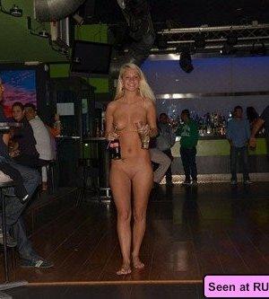 Огромное количество сисек и пезд на любой вкус: девушки с радостью показывают свои тела - фото 11