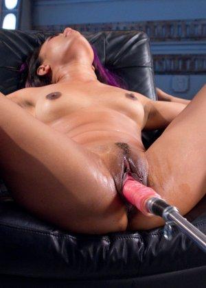 Энни Круз обалдевает от мощности секс-машин - фото 9- фото 9- фото 9