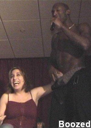 Мужики в клубах дают в ротик своим неописуемо красивым телкам - фото 3