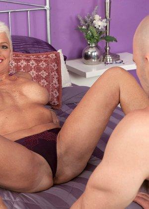 Зрелая блондинка развлекается со своим любовником, пока муж уехал в командировку - фото 3