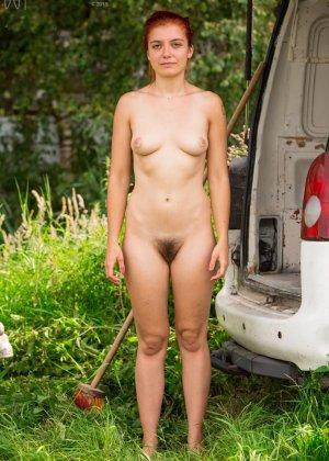 Эбби Винтерс показывает свою мохнатую пизденку - фото 12- фото 12- фото 12