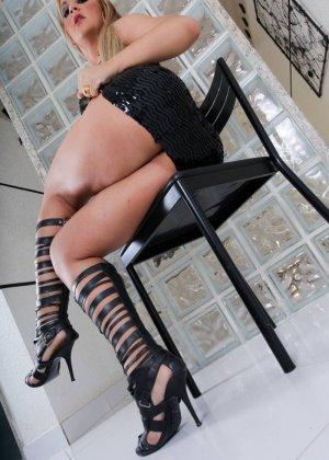 Синтия Сантос - эффектная блондинка, которая готова подставить свое пизденку для секса - фото 11