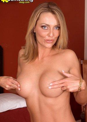 Зрелая женщина доказывает, что даже в ее возрасте можно выглядеть очень сексуально и подтянуто - фото 10