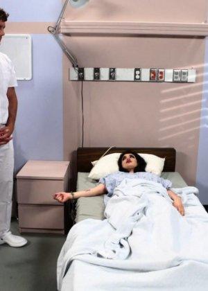 Куча докторов в больнице сексом отметили день рожденье друга - фото 1