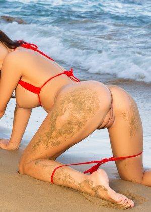 Адриенн Левай показывает свое сексуальное тело в крохотном красном бикини, позволяя насладиться своей красотой - фото 7