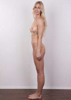 Стройная красотка с красивой грудью очень сильно хочет в порно - фото 12