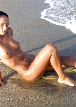 Красивая девка лижет пизду подруге в пьяном состоянии - фото 24