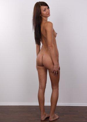 Красивая чешская проститутка снимается ради денег голой - фото 15