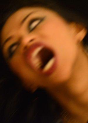 Сексуальная девушка вампир не только выпьет вашу кровь, но и наденет откровенное белье, чтобы свести с ума - фото 9