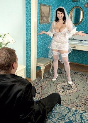 Жирная невеста решает отдаться прямо в свадебном платье, покорив мужа своими формами - фото 1