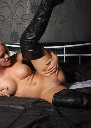 Эротичная блондинка показывает свое восхитительное тело - фото 9- фото 9- фото 9