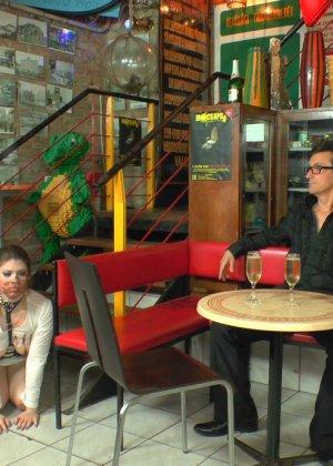 У фетишистов есть любимое кафе, где они могут заниматься всем, чем захотят - фото 13