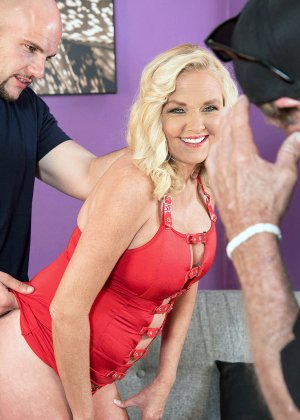 Блондинка наказала своего зрелого мужа который долго гулял на стороне - фото 5