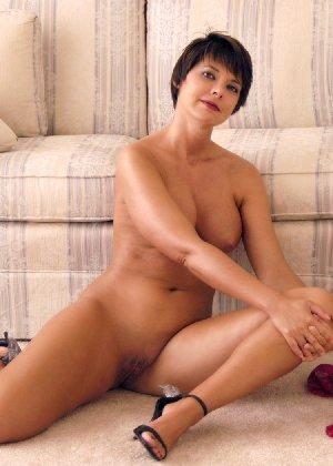 Сексуальная телка Люси с красивыми формами радует мужчин - фото 12