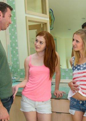 Две подруги Алиса и Рашель пробрались в дом к соседу - фото 2