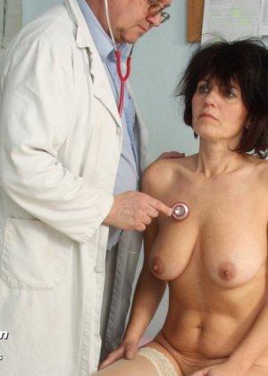 Женщина в почтенном возрасте приходит на прием к врачу и оказывается в руках развратного мужчины - фото 7