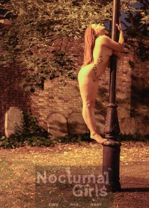 Изабель Дин – девушка без комплексов, поэтому показывает свои прелести прямо на фоне ночного города - фото 3