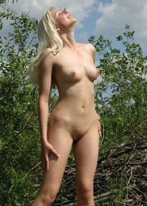 Подборка любительских фото грудастых телочек которые показали свои щелки - фото 46