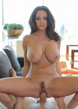 Прекрасный секс со зрелой большегрудой брюнеткой Авой Аддамс - фото 6
