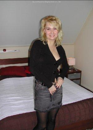 Опытная блондинка показывает свои сексуальные ножки для своего друга - фото 25- фото 25- фото 25