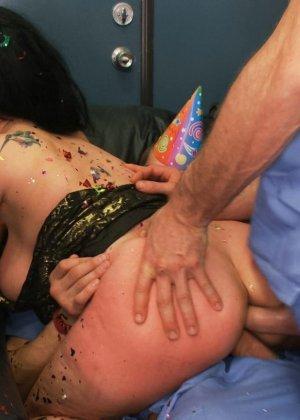 Куча докторов в больнице сексом отметили день рожденье друга - фото 14