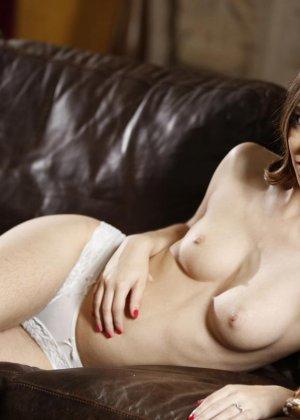 Тали Дова – сексуальная брюнетка с небритой киской, которая быстро соблазняет своего партнера - фото 2